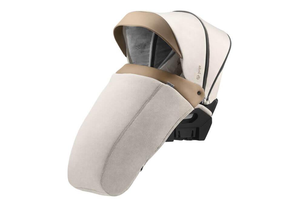 Für den Sportwagen des Kinderwagen Jedo Tamel ist die Windschutzdecke inklusive