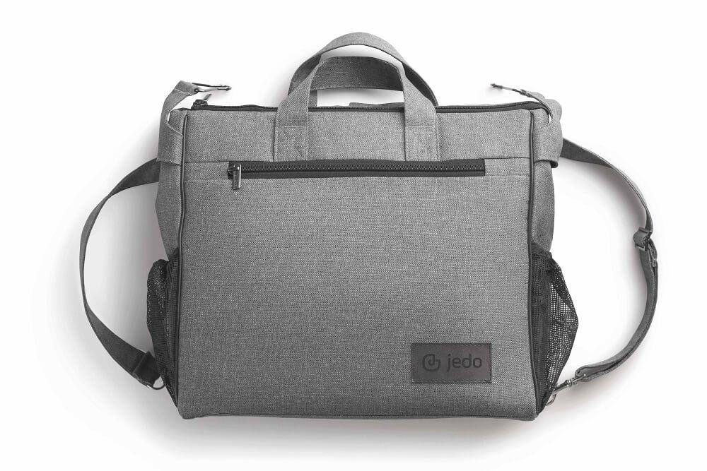 Die Wickeltasche vom Jedo Kinderwagen Tamel ist inklusive.
